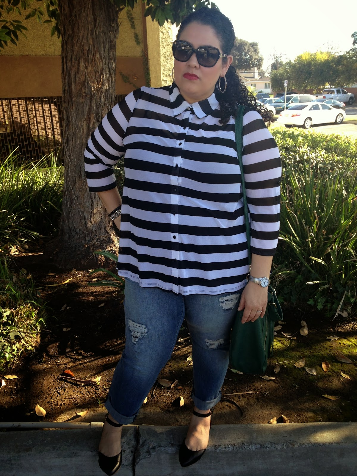 plus size, latina style blogger, plus size fashion, boyfriend jeans, stripes, black, white, trend