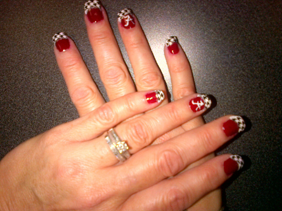 So sorry for blurryness... all I had with me at the time was my camera  phone, which takes awful close-up photos. - Glittericity: Alabama Crimson Tide Nails