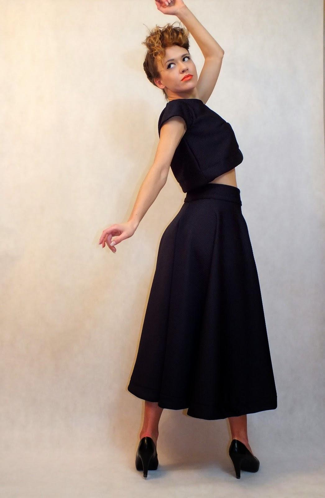 granatowy komplet, długa spódnica, spódnica maxi, MARACHIC, spódnica od młodych projektantów, spódnica 3/4, rozkloszowana spódnica, krótki top,odważny zestaw,