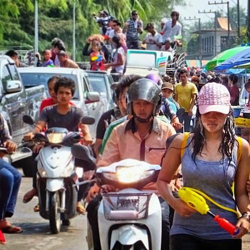 Auf die Strasse besser nur an Songkran
