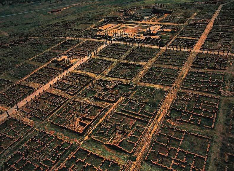 La antigua ciudad romana cuadriculada de Timgad | Italia