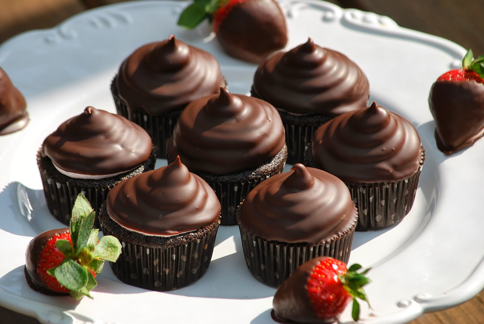 Chocolate Covered Strawberries Cupcakes