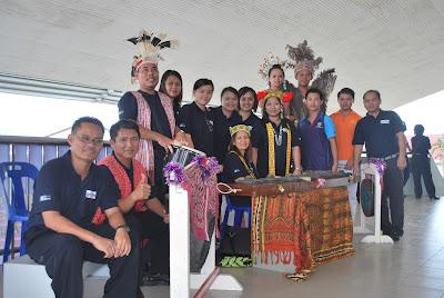 Pasukan Ngajat SMK Luar Bandar No.1 Sibu semasa Himpunan Guru Muda GM1M di Sibu