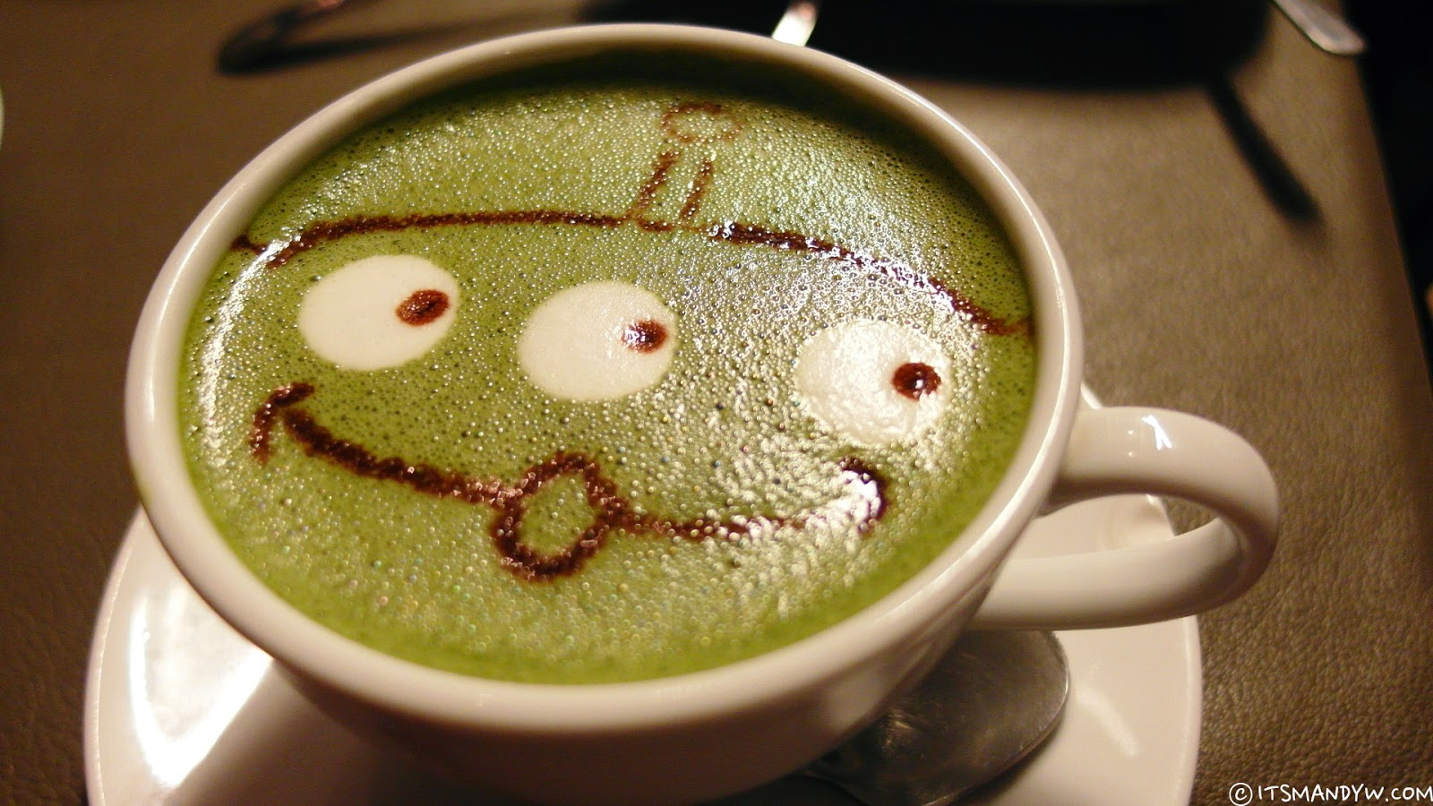 【香港】 Cafe R&C -可愛到爆炸的三眼仔拉花Latte ♥