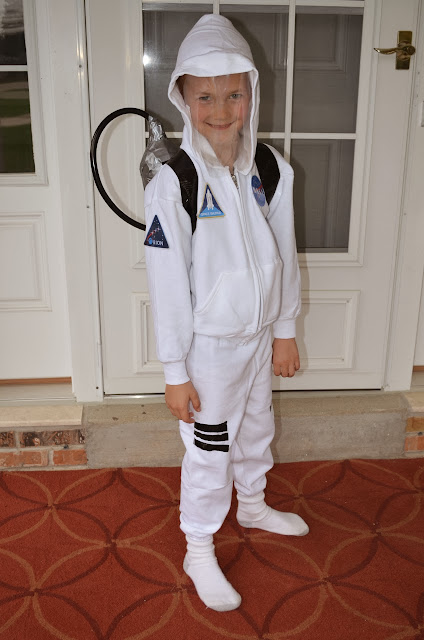 quick homemade astronaut costume - photo #2