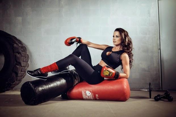 Fernanda a bailarina do Domingão do Faustão posa para uma campanha fitness