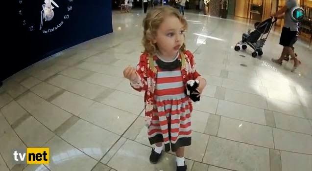 بالفيديو ردة فعل طفلة أمريكية عند سماعها الآذان للمرة الأولى