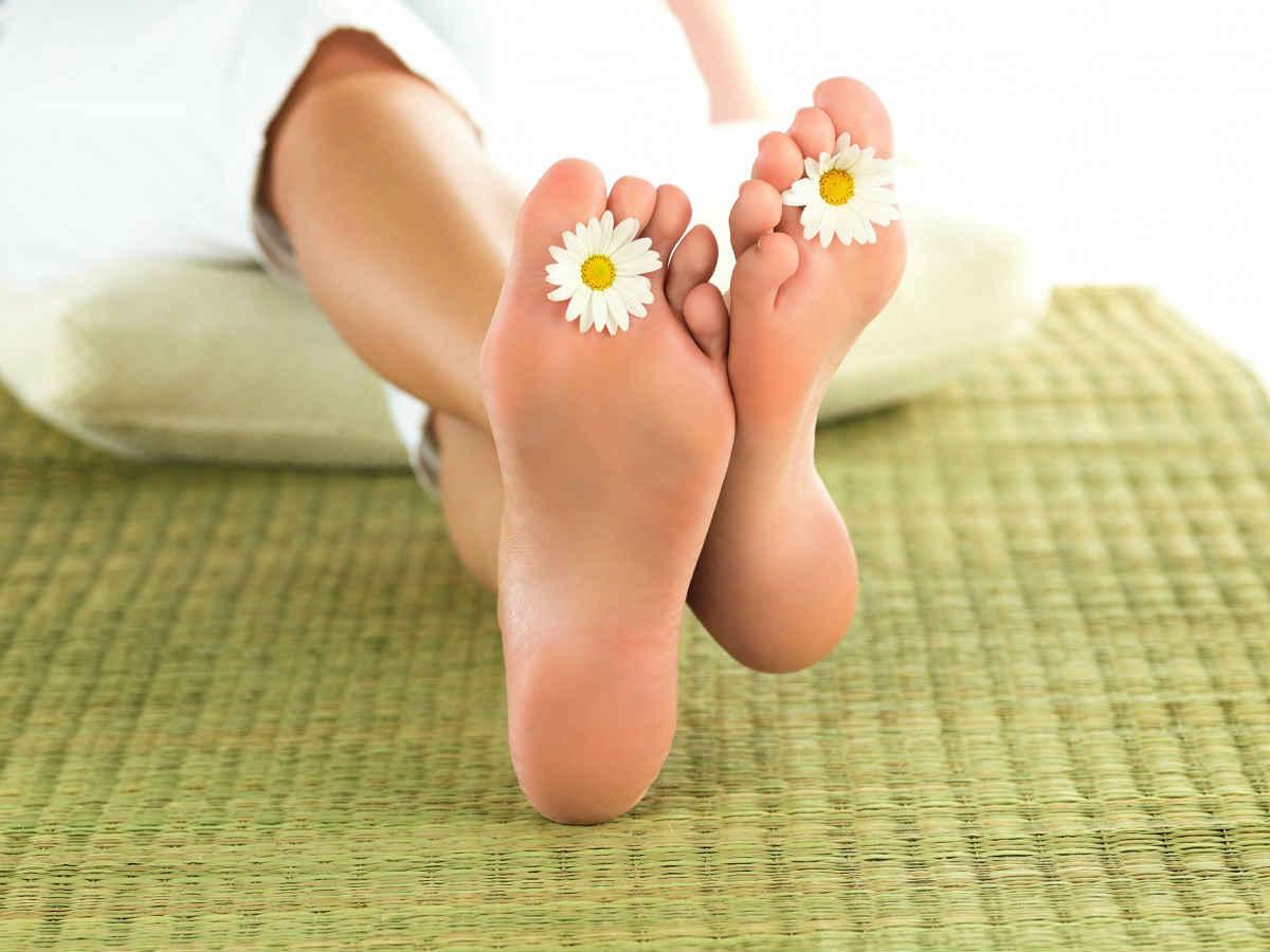 Почему трескаются пятки на ногах? Как их лечить и в чем 47