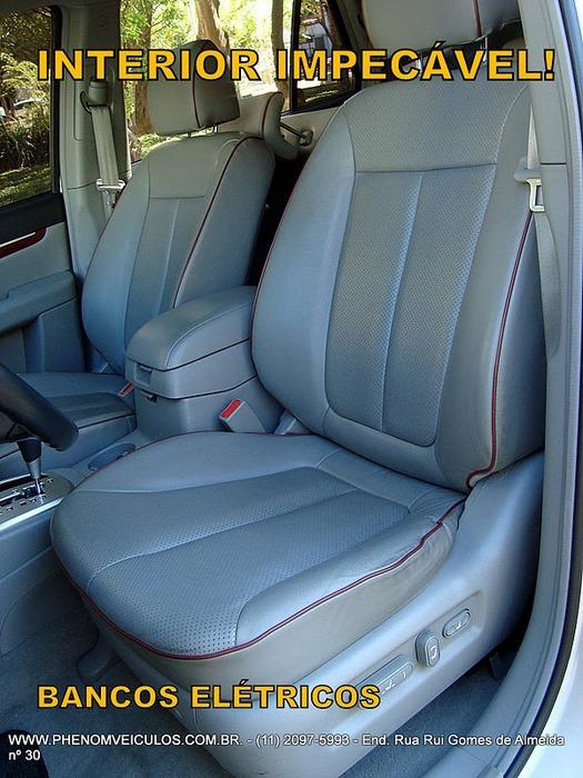Hyundai Santa Fé 2008 prata usada - interior