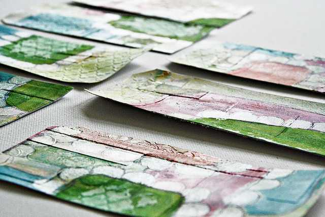 Mixed Media Tags aus Cardstock schneiden