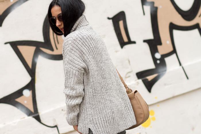 Look en Gris con maxi jersey de punto grueso y cuello alto de Zara temporada Blogger Moda Valenciana