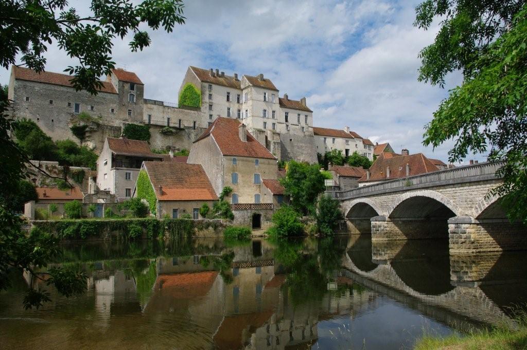 Voyages en franche comte vallee de la saone pesmes for 71 haute saone