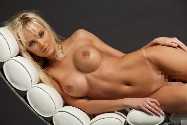 голая девушка с красивой грудью фото