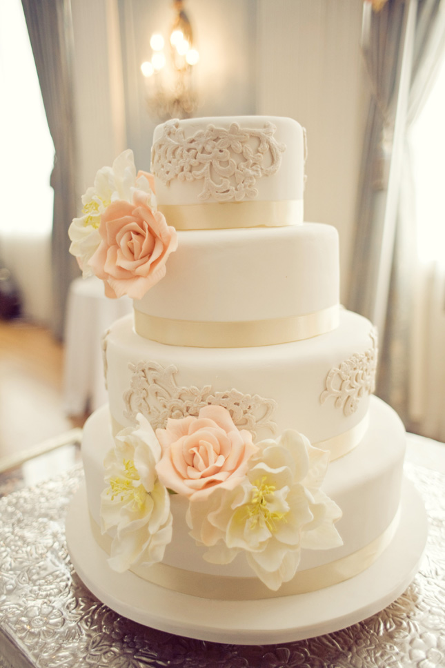 Joy\'s blog: How lovely are this blue cakes with white lace They 39re ...