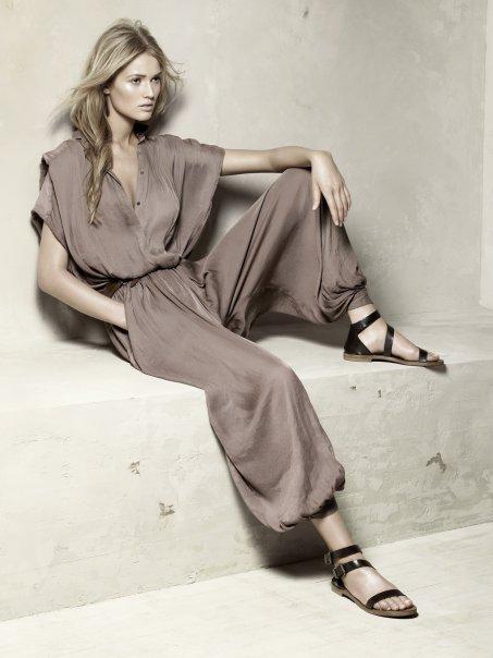 mode fashion et tendance la combinaison femme. Black Bedroom Furniture Sets. Home Design Ideas