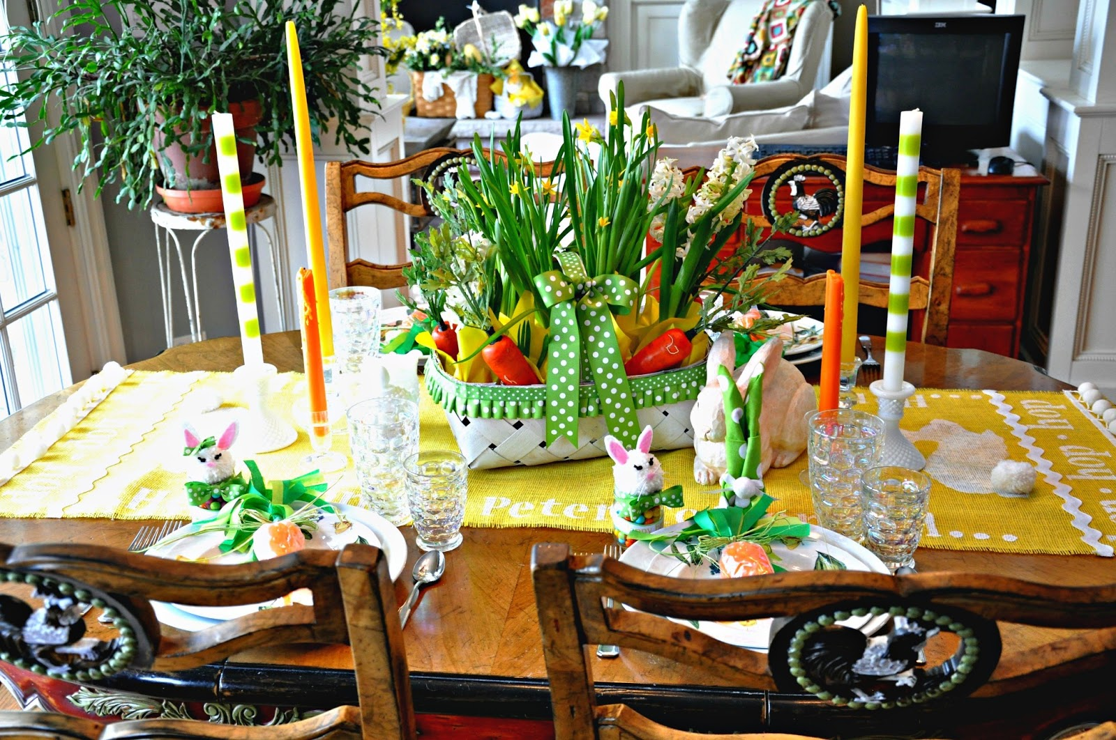 Easter dinner in the dining room myrecipescom party for Easter dinner table decorating ideas