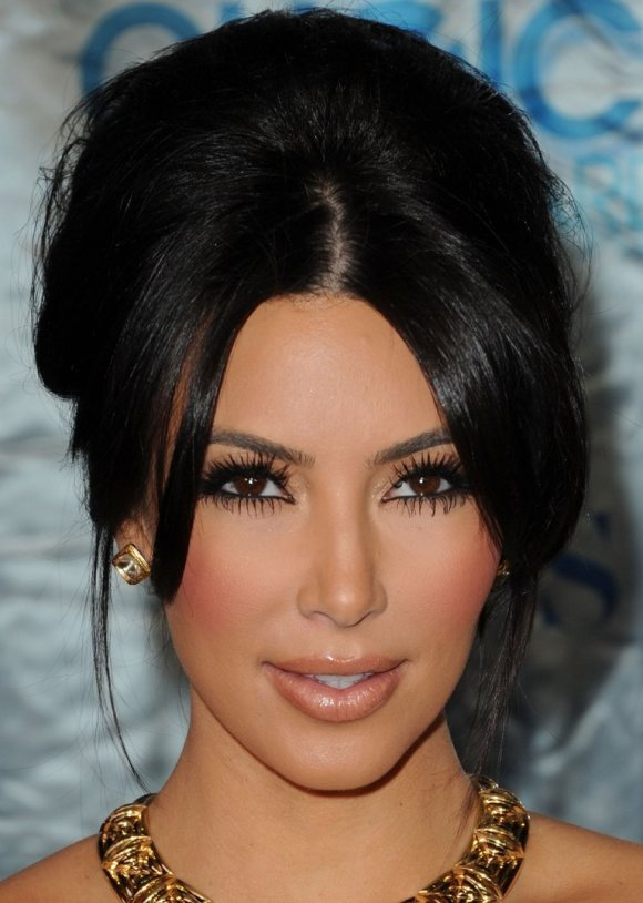Kim Kardashian hair makeup 2011 Peoples Choice Awards