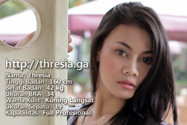 Threz Model Purwokerto / Model Banyumas dalam Busana Casual dengan Simple Minimalist Make Up