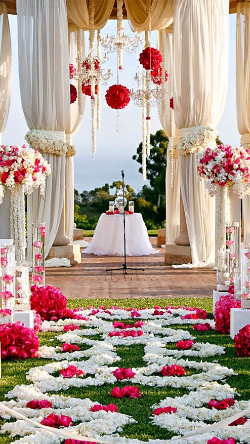 Floral arrangements and table settings for a luxury wedding