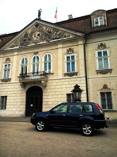 Przed Pałacem Radziwiłłów