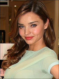 In This Photo Of Miranda Kerr She Has Her Hair To The Side With Light