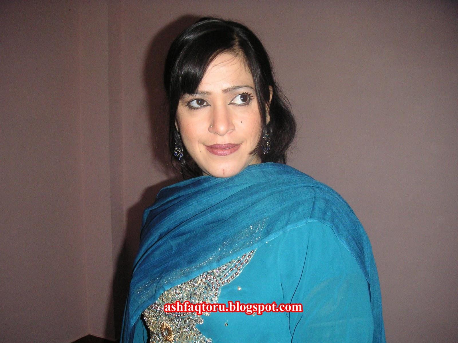 7 colors production pashto cd s and tv actress perven shehnaz new still