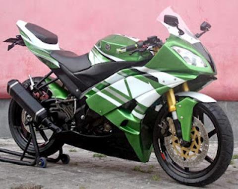 Foto motor modif Yamaha Vixion warna hijau putih