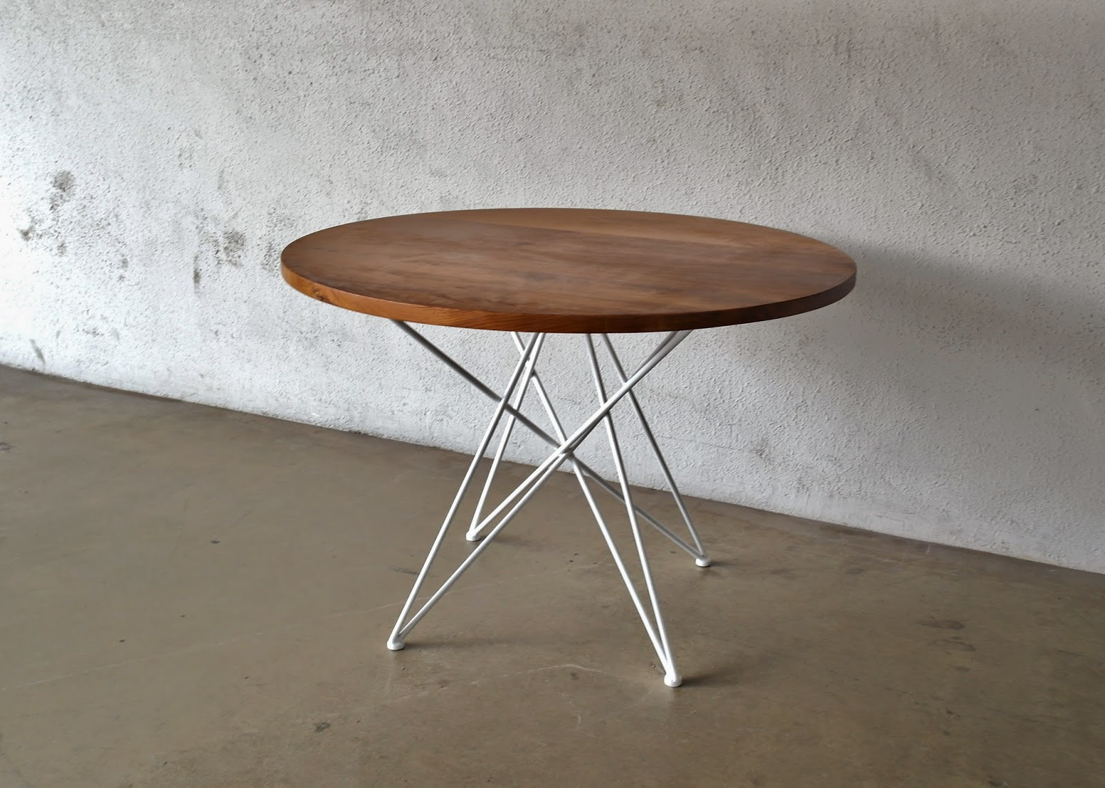 Round Table Hairpin Legs Designs