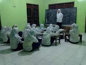Latihan Pidato Santri Putri