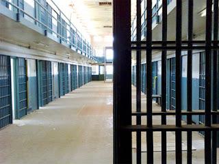 ΕΙΜΑΣΤΕ ΟΛΟΙ ΥΠΟΨΗΦΙΟΙ!! Έρχονται οι πρώτες φορολογικές φυλακές!!