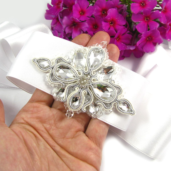 pas biżuteryjny na suknię ślubną