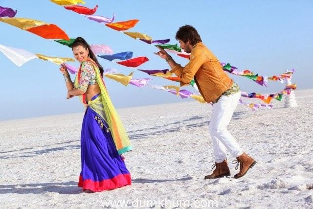 http://www.dailymotion.com/video/x19inqf_saree-ke-fall-sa-rajkumar_music