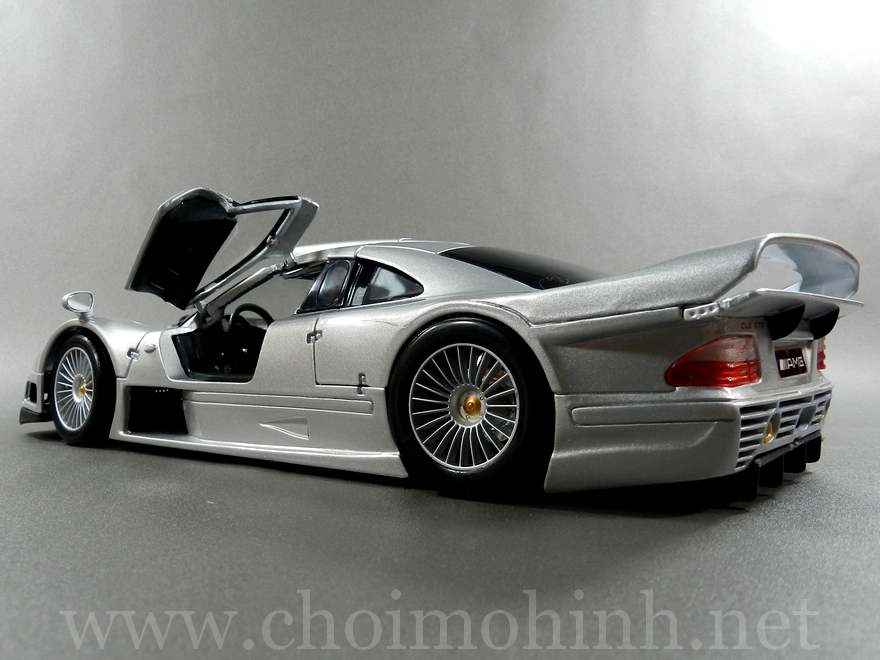 Mercedes-Benz CLK GTR Street Version 1:18 Maisto door