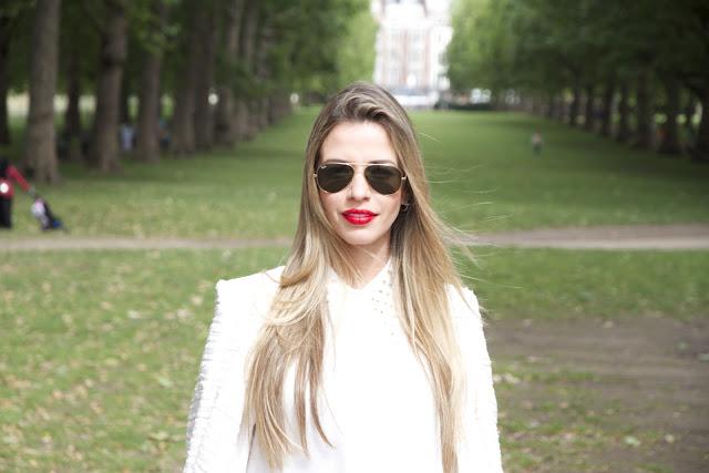 minimalismo tweed spikes batom vermelho