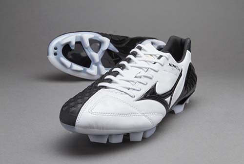 Mizuno Wave Ignitus 4 MD with Black and White Color