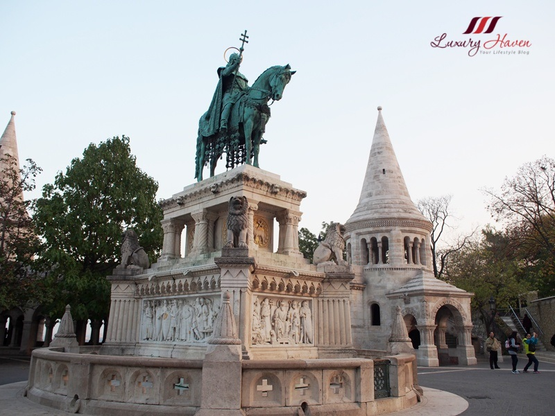 budapest fisherman bastion st stephen king statue