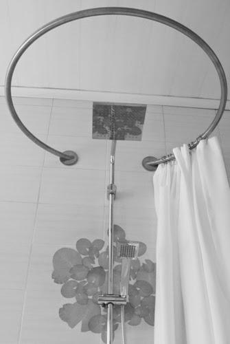 Galbobain l 39 l gance dans la salle de bain juillet 2014 - Barre rideau de douche ronde ...