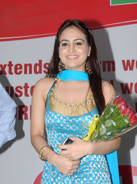 Sexy Actress Gallery: AKSHA HOT SLEEVELESS CHUDIDAR GALLERY