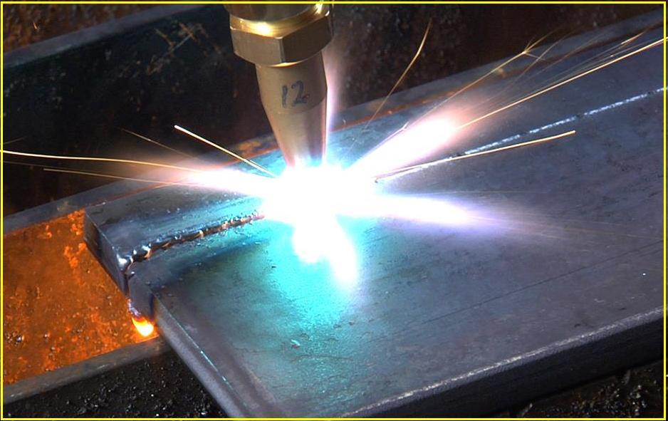 Soldaoxi-acetileno é um processo de soldagem muito comum. O uso de ...