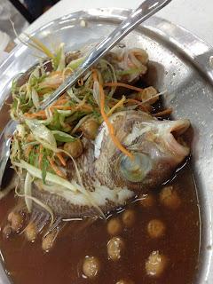 鴨角活海産,魚の蒸し料理