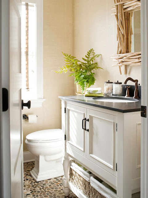 Easy solutions to decorate a small space 2013 storage ideas for Small bathroom design cottage
