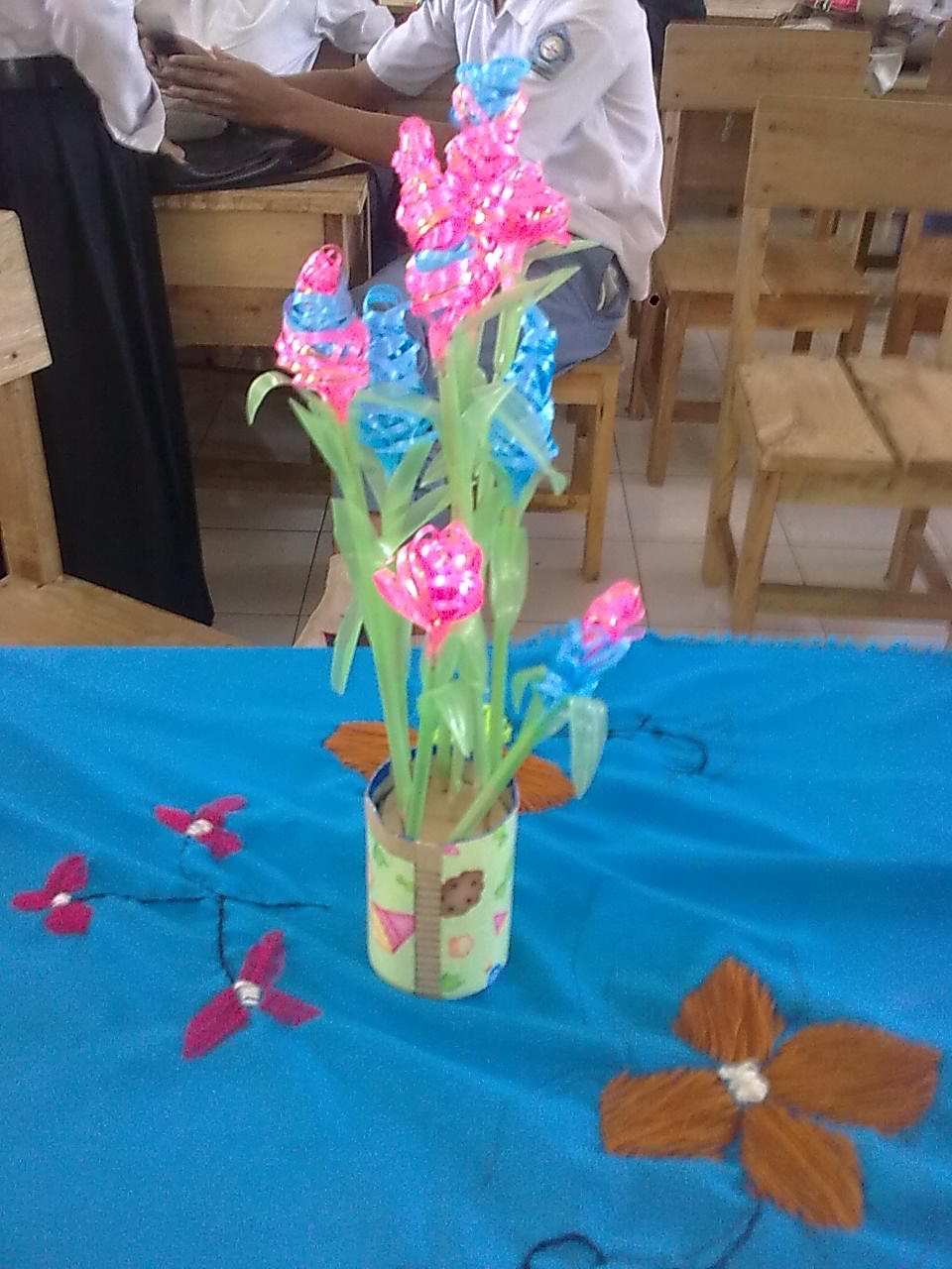 kerajinan tangan bunga dari pita jepang daun dari sedotan plastik pas