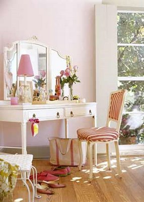 Roses and rust dressing tables indulgent or indispendable - Tocadores vintage ...