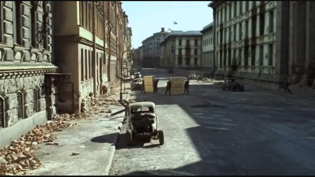 """וילהלמשטראסה (מגרמנית: Wilhelmstraße) הוא רחוב במרכז ברלין, בירת גרמניה.  הרחוב שימש כמרכז השלטוני והמנהלתי של פרוסיה ולאחר מכן של גרמניה על שלל גלגוליה, מאז המחצית השנייה של המאה ה-19 ועד לסוף מלחמת העולם השנייה.  הרחוב נמתח לאורך כ-2.5 קילומטרים בכיוונים צפון-דרום מזרח, כאשר בחלקו הצפוני הוא מצטלב עם שדרת אונטר דן לינדן, ובחלקו הדרומי עם רחוב שטרזמן ושער האלה, ברובע קרויצברג.  תוואי זה של הרחוב קיים למן תחילת המאה ה-18, והוא קיבל את שמו הנוכחי בשנת 1740 (ביחד עם הרחוב המקביל לו, """"פרידריכשטראסה"""") לכבודו של פרידריך וילהלם הראשון מלך פרוסיה, שבתקופת שלטונו זכה האזור לפיתוח מואץ. היסטוריה  בתחילת תקופת בנייתו ופיתוחו שימש הרחוב לארמונות המגורים של בני משפחת המלוכה הפרוסית. בשנת 1875 נבנתה ברחוב (במס' 77) לשכת הקאנצלר, ובתקופת רפובליקת ויימאר נבנתה ברחוב לשכת הנשיא (במס' 73).  בשנת 1938 נבנתה מדרום ללשכת הקאנצלר ועד פינת רחוב פוס, לשכה חדשה עבור הקאנצלר באותה עת, אדולף היטלר, בתכנונו של האדריכל אלברט שפר. בחזית המבנה נקבעה מרפסת, שממנה נהג היטלר לנאום בפני ההמונים. בתקופת השלטון הנאצי נקבעו ברחוב גם משרד החוץ (בבניין שבו שכנה בעבר לשכת הנשיא) משרד האוצר (במס' 61), משרד התעמולה (במס' 8–9), משרד החקלאות (במס' 72) ומשרדי ממשלה נוספים. בנוסף לכך שכנה ברחוב גם שגרירות בריטניה (במס' 70).  המבנה היחיד מתקופת השלטון הנאצי אשר לא הוחרב בהפצצות מלחמת העולם השנייה ונותר עומד על תלו עד ימינו הוא בניין מיניסטריון האוויר (במס' 81–85) פינת רחוב לייפציגר, אשר לאחר המלחמה שימש את ממשלת גרמניה המזרחית. לאחר המלחמה  בשנים שלאחר המלחמה הקפידו השלטונות הסובייטיים ולאחר מכן המזרח-גרמניים להשאיר את הרחוב בהריסותיו כתזכורת למשטרים הקודמים ופעילותם. רק בשנות ה-80 החלה הבניה מחדש של הרחוב בקטע שמדרום לאונטר דן לינדן ועד רחוב לייפציגר.  כיום משמש רחוב וילהלמשטראסה כעורק תנועה חשוב, אך הוא לא חזר למעמדו מן העבר כמרכז השלטוני של גרמניה. מבני הציבור היחידים הממוקמים בו הם משרד האוצר (בבניין מיניסטריון האוויר לשעבר), משרד החקלאות ושגרירות בריטניה. לאורך הרחוב, ליד הבתים, נקבעו שלטי זיכרון, אשר מתארים את המבנים ששכנו בהם לפני המלחמה"""
