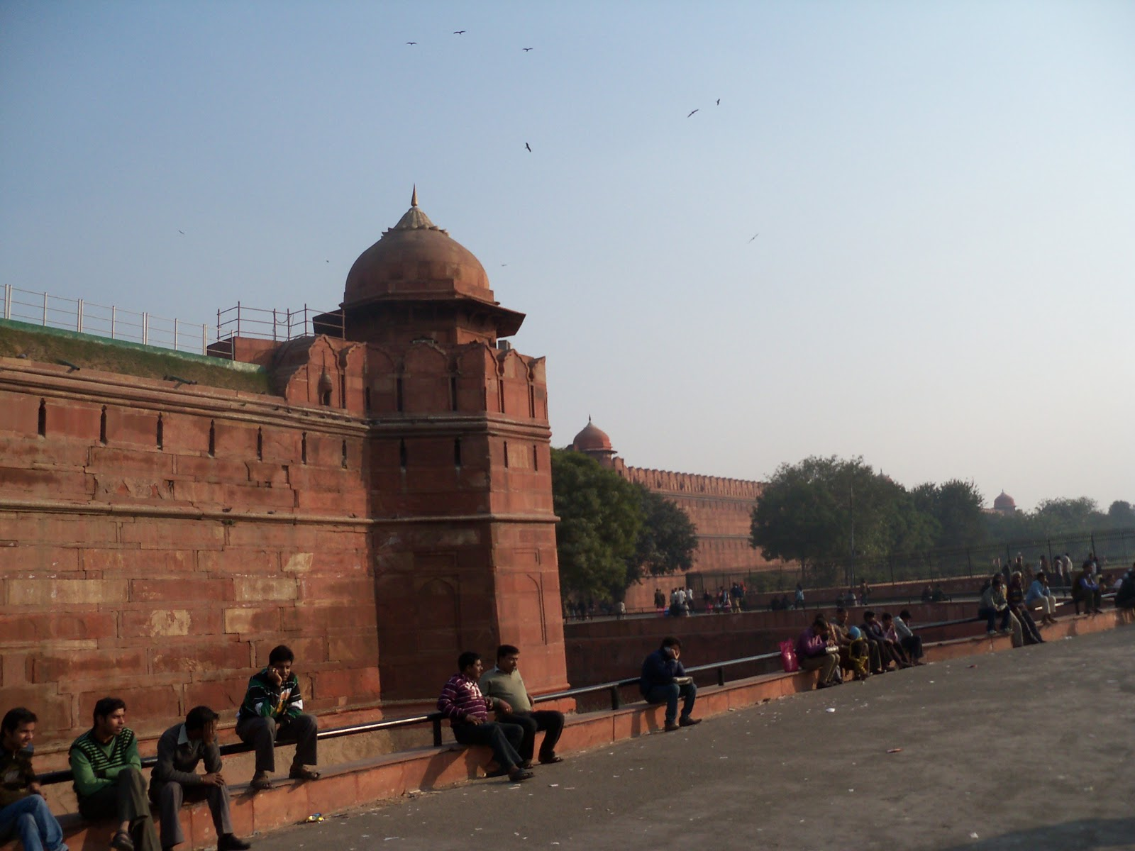 a visit to red fort Red fort is one of the most celebrated monuments of india be it architecture or  history, red fort's rich heritage makes it a must visit place for.