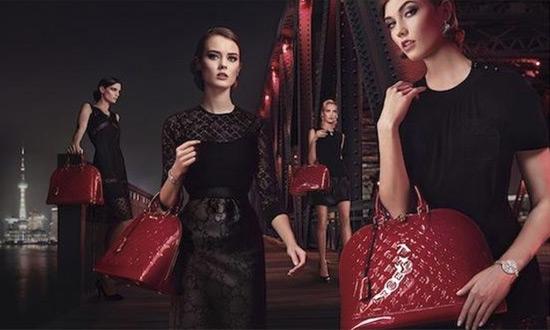 Bolso Alma Louis Vuitton color rojo