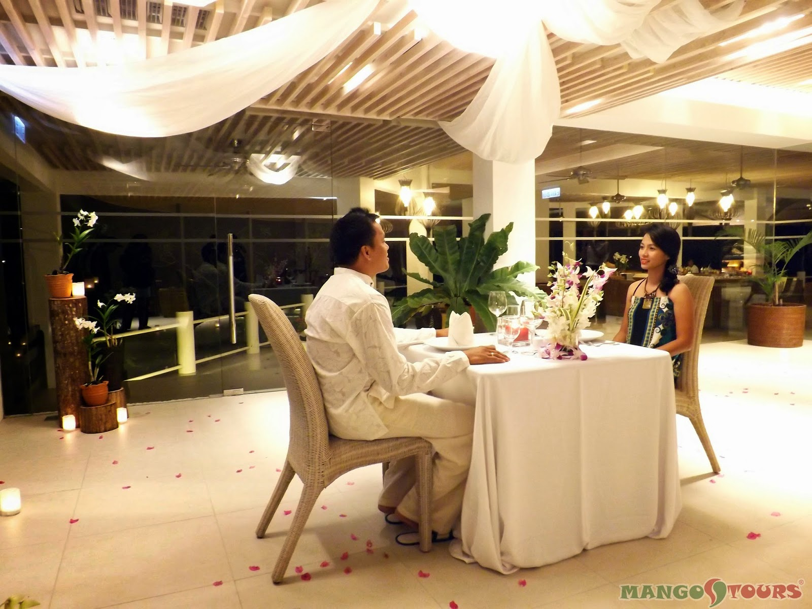 Mango Tours Philippines Alegre Beach Resort & Spa Restaurant Romantic Setting