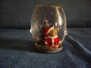 http://creacionesgrislua.blogspot.com/2013/12/globos-de-nieve.html