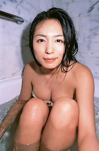 Yukie Kawamura en la ducha 11