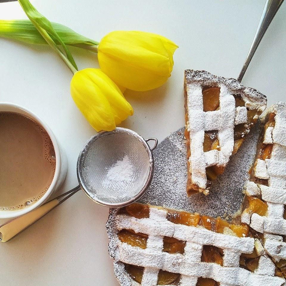 Pita sa breskvama, vanilijom i bademovim mlijekom